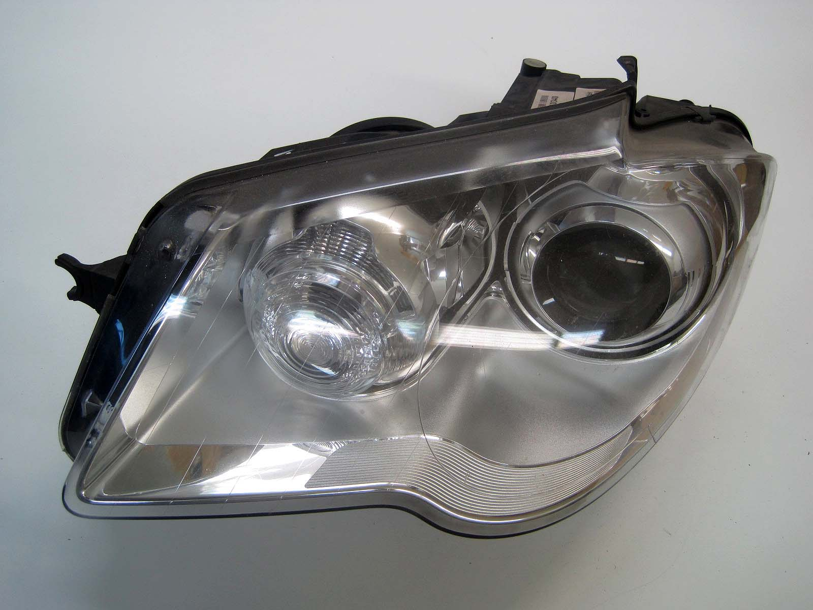 Headlight used 305630565