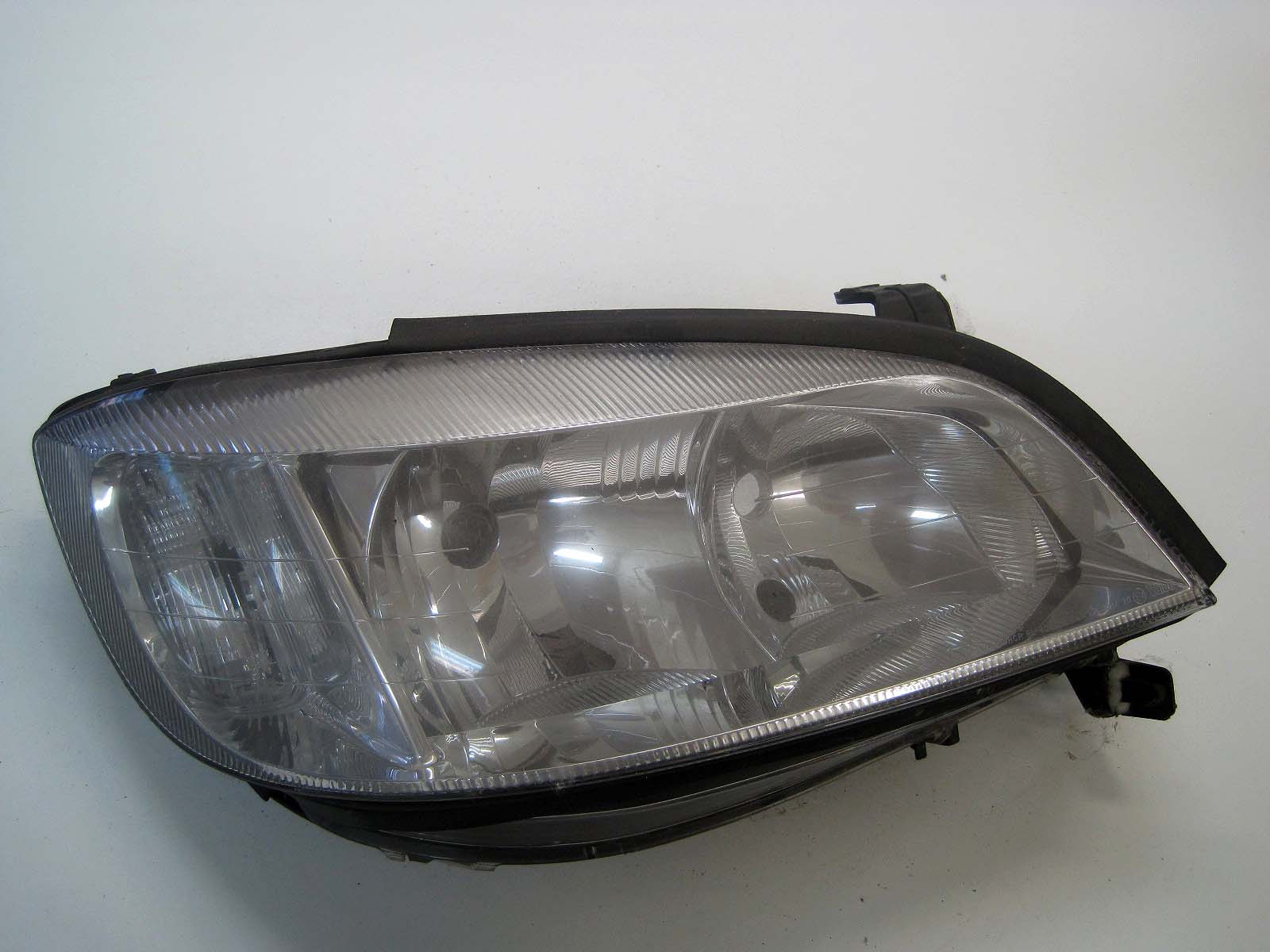 Headlight used 90582022