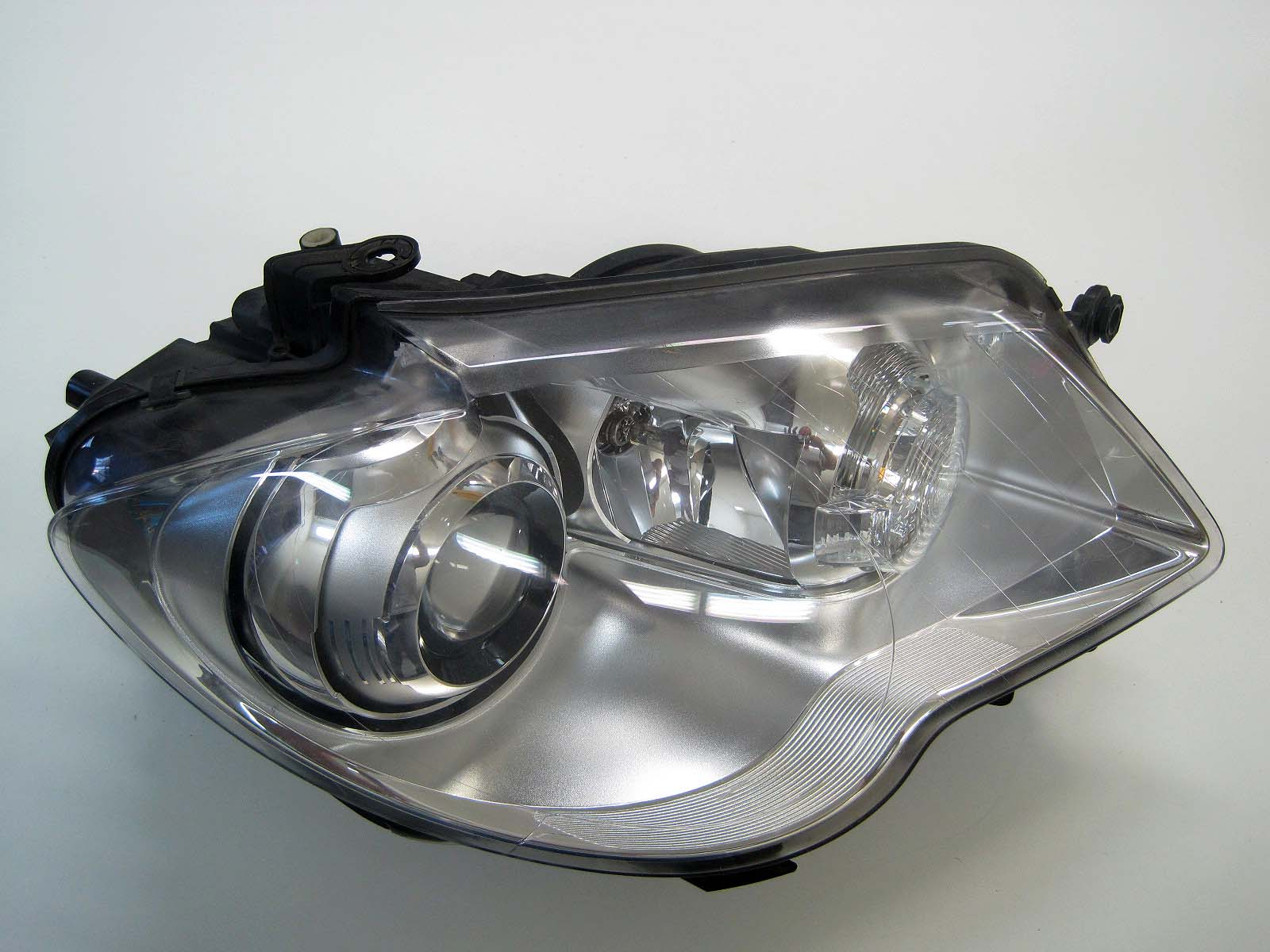 Headlight used 1T1941752A